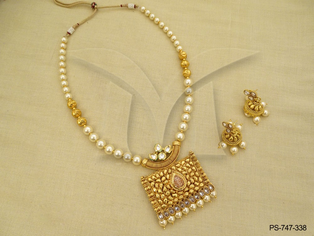 chokor paan center moti beads designer antique pendant set